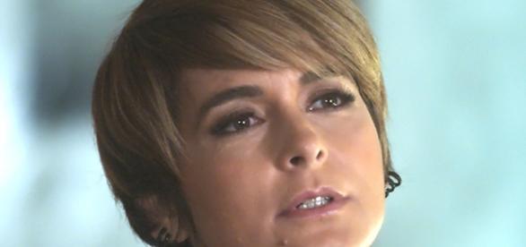 Helô reconhece teatro de Letícia em 'A Lei do Amor'