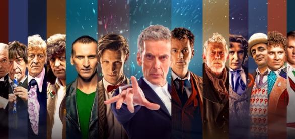 Le Docteur joué par différents acteurs - dont Peter Capaldi, au centre, actuel détenteur du titre