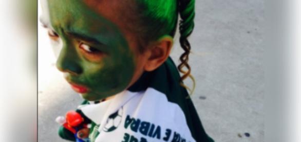 Menina é barrada na entrada do estádio por ter o rosto pintado