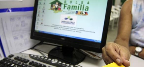 O Bolsa Família tem contribuído para diminuir a taxa de analfabetismo no Brasil