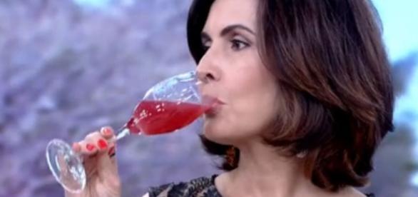 Fátima Bernardes experimenta chá gasoso e afirma: 'Não gosto de ... - com.br