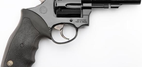 Garoto de 16 anos atira no próprio pênis com arma de calibre 38 (imagem de arquivo).
