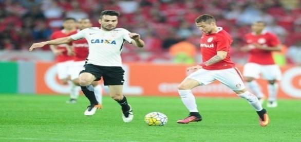 Inter perde para o Corinthians e vê situação ficar ainda mais dramática no Brasileirão