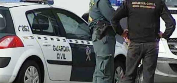 Efectivos de la Guardia Civil actuando en la detención