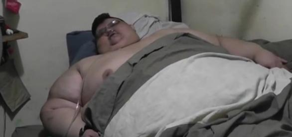 Homem mais gordo do mundo pesa mais de 500 kg