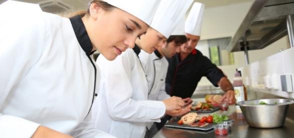 La Fundación Universitaria Cafam permite a grandes y pequeños ... - pulzo.com