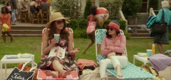 Lorelai lê Wild, livro com papel importante no revival de Gilmore Girls