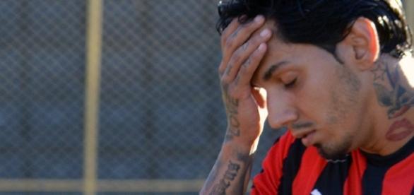 Transferência do zagueiro Victor Ramos para o Vitória teria ocorrido de forma irregular