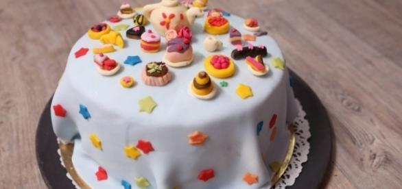 Un bien beau gâteau de haute couture pour Le meilleur Pâtissier ! - m6pub.fr