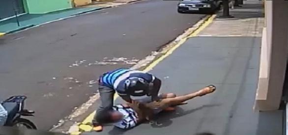Adolescente é flagrado sendo assaltado em Ribeiro Preto