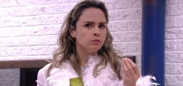 Ana Paula Renault foi presenteada por fã-clube com ação solidária