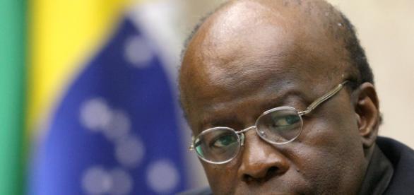 Governo Temer é superficial e não resistirá a manifestações, segundo Barbosa