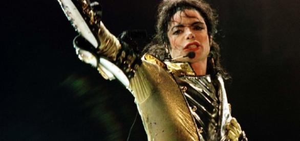 Michael Jackson bleibt Topverdiener unter den toten Stars ... - webdigital.hu