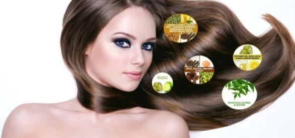 apa minerală oferă strălucire părului