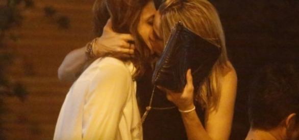 Fernanda Gentil beijando muito. Imagem AgNews