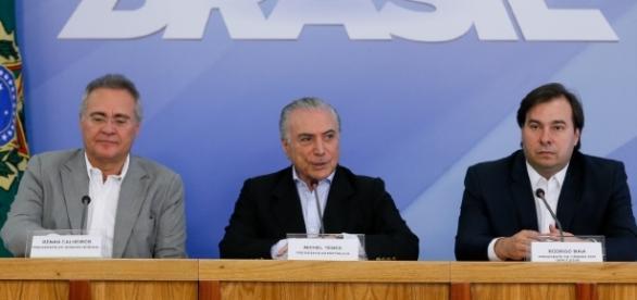 Presidente da República, presidente do Senado e da Câmara se reuniram nesse domingo (27)