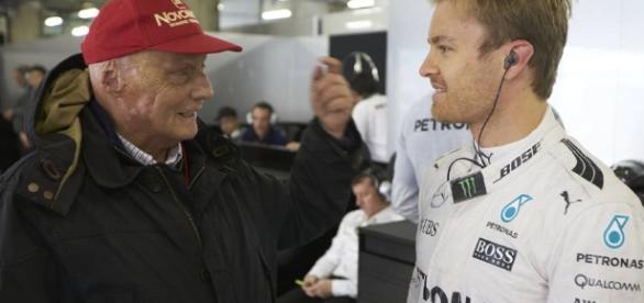 El campeón Nico Rosberg píloto del equipo Mercedes AMG F1 junto a otra leyenda Niki Lauda