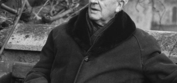 John Ronald Reuel Tolkien dans sa campagne anglaise