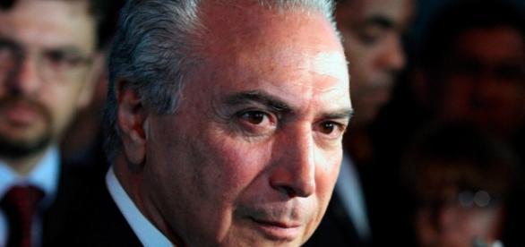 Deputado entra com pedido de impeachment contra Temer - com.br