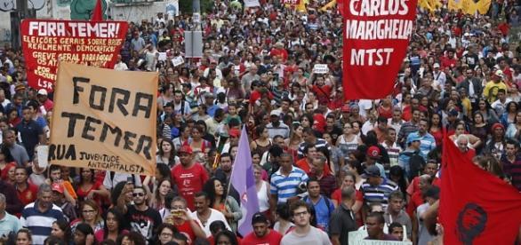 """""""Fora Temer"""" foi visto nas ruas de São Paulo"""