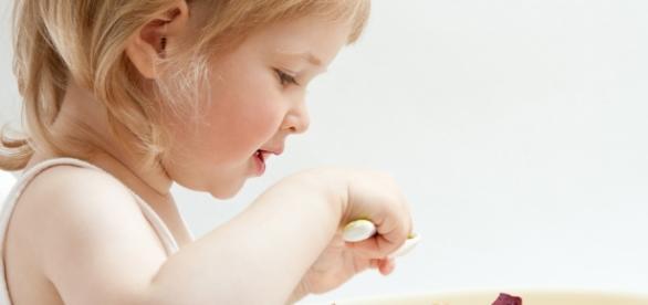 Inovar na apresentação dos pratos e variar nos alimentos é eficaz para as crianças melhorarem na alimentação.