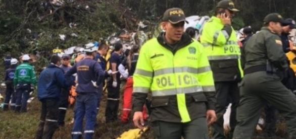 Falta de combustível pode ter provocado a queda do avião na Colômbia