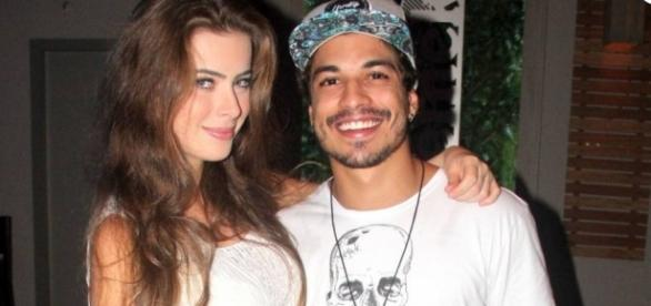 Foto do casal quando ainda eram noivos