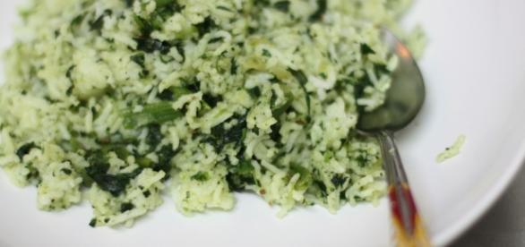 Risotto spinaci e nocciole, la ricetta | Fantasie di cucina - fantasiedicucina.it