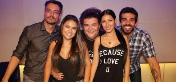 """As irmãs Simone e Simaria ao lado da equipe do """"De Cara"""""""