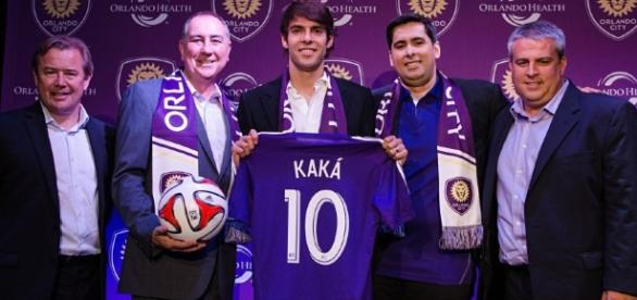 Flávio Augusto ao lado de Kaká e outros dirigentes do Orlando City