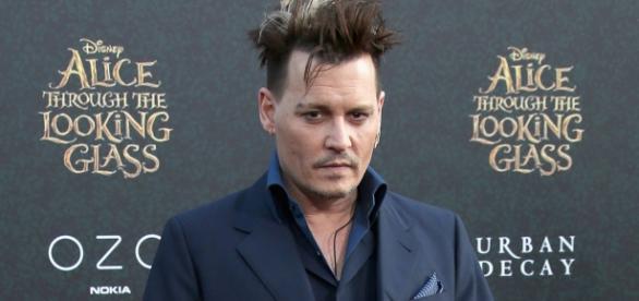 """Johnny Depp na première de """"Alice Através do Espelho"""""""