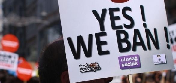 Manifestazione contro la censura di internet in Turchia