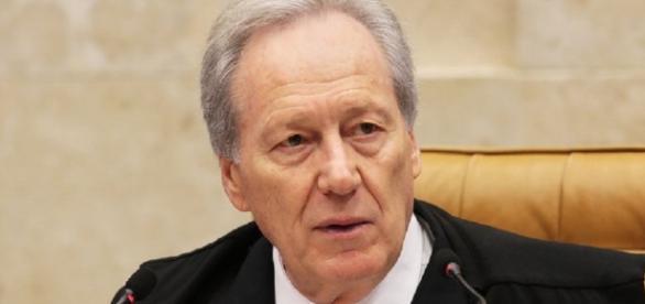 Ministro Ricardo Lewandowski defende aumento salarial