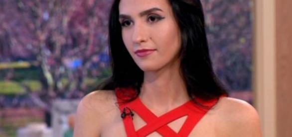Aleexandra esteve na TV falando sobre sua decisão