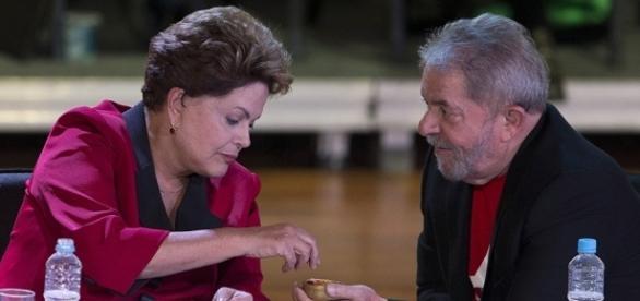 Dilma e Lula durante encontro da cúpula do PT, na Cidade de São Paulo