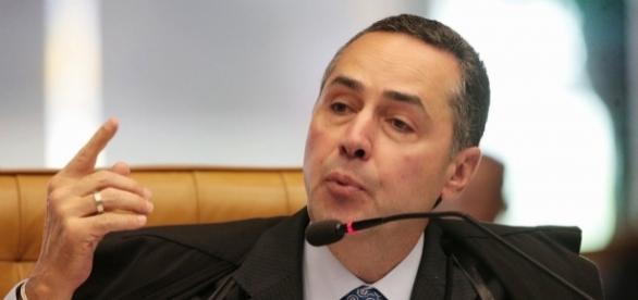 Ministro Barroso em sessão do Tribunal