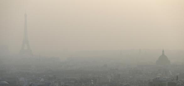 Pic de pollution à Paris: le stationnement résidentiel gratuit - bfmtv.com