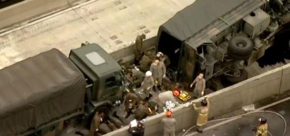 Veículo de Infantaria tombou na pista