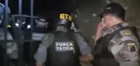 50 agentes de equipes especiais controlaram os rebelados