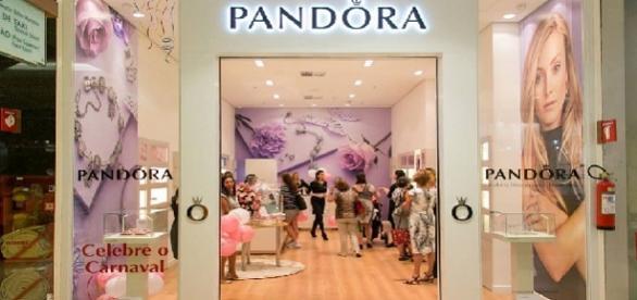 Joalheria Pandora tem oportunidades para vendedores efetivos e temporários