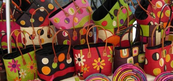 Art malgache : sacs en raphia, pochettes, etc.