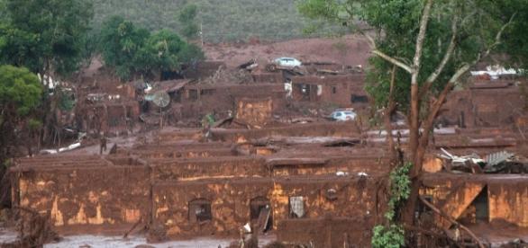 Cidade invadida pela onda de lama