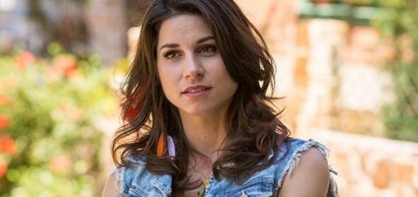 Carmela vira vítima das parceiras em 'Haja Coração'