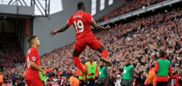 Sadio Mané abriu o placar aos 27 minutos, no Anfield