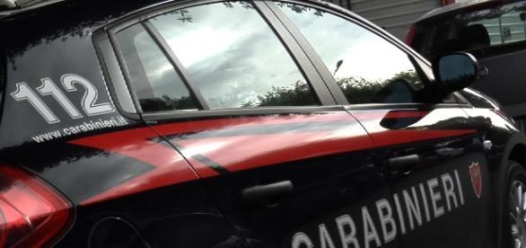 volante dei carabinieri parcheggiata