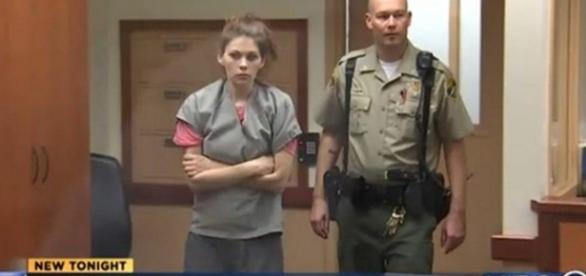 Mãe injetava heroína em seus filho de dois, três e quatro anos.