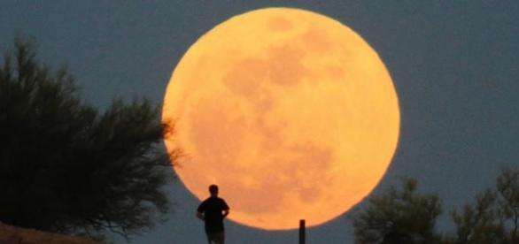 Maior lua do século: veja tudo sobre o fenômeno 'superlua' que vai acontecer em novembro