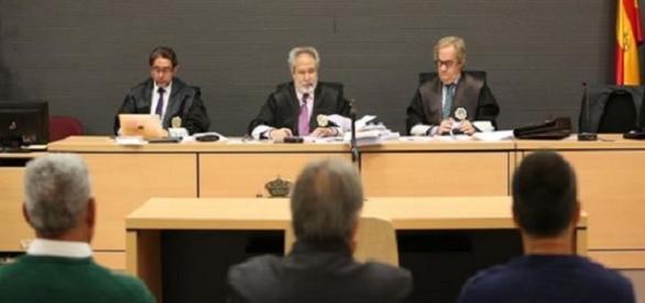 Salvador Alba, Emilio și Carlos Moya Vielba într-un proces