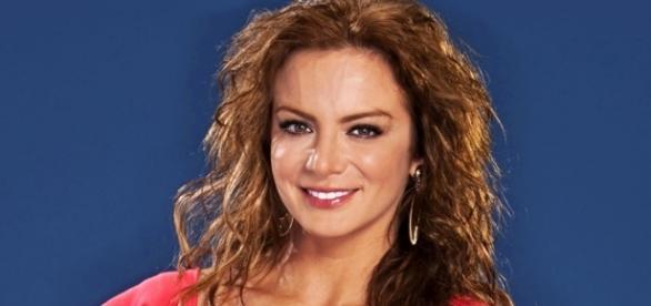 Silvia Navarro está de volta nas novelas.