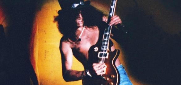 Slash é um dos remanescentes da formação clássica do Guns N' Roses